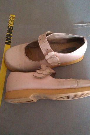фирменные туфли для девочки , натуральная кожа ( оригинал Италия )