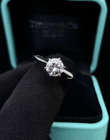 Золотое кольцо солитер с бриллиантом Tiffany