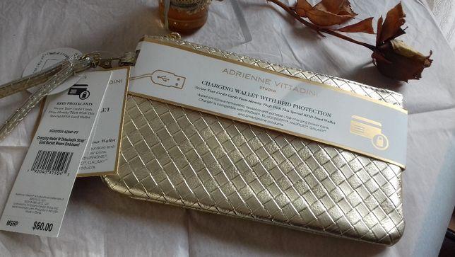 Piękna Złota Kopertówka z Power Bankiem Adrienne Vittadini