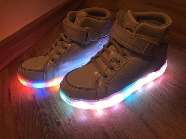 Buty sportowe świecące, ładowane USB r. 33