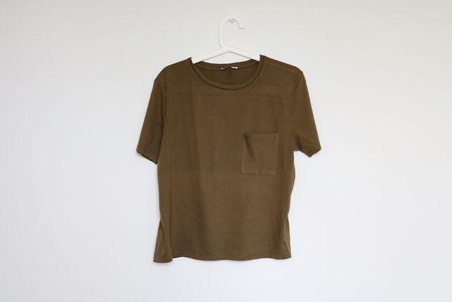 Zielona khaki koszulka z kieszonką Zara