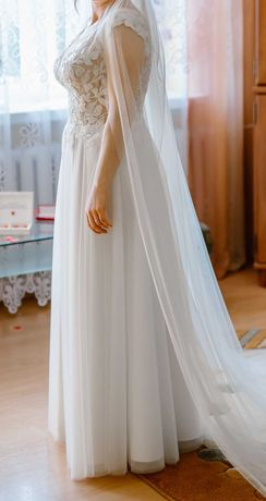 Piękna suknia ślubna - modna koronkowa góra z listkami