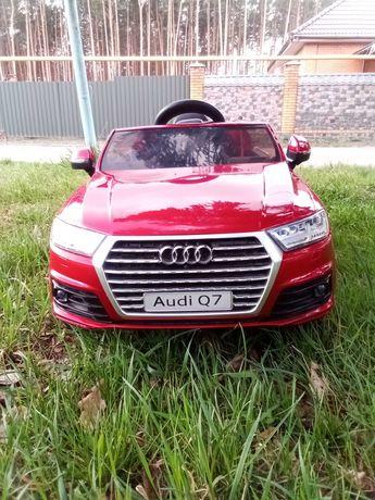 Продам детскую машинку электрическая AUDI Q7