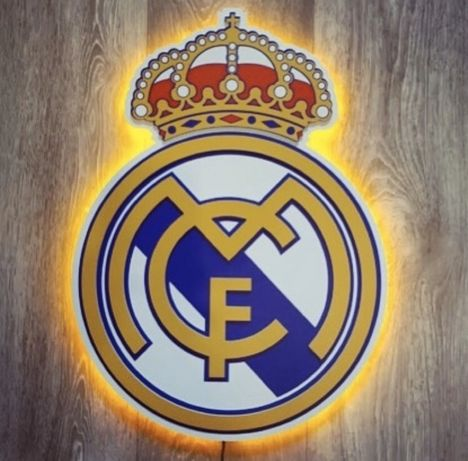 Логотип Real Madrid с подсветкой