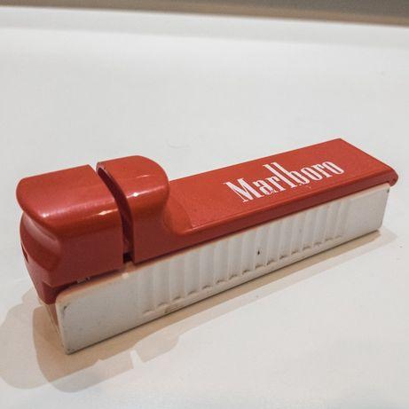 Maszynka do nabijania papierosów.