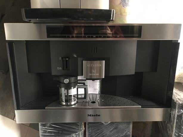 Каасульна кавова машина Miele CVA3660