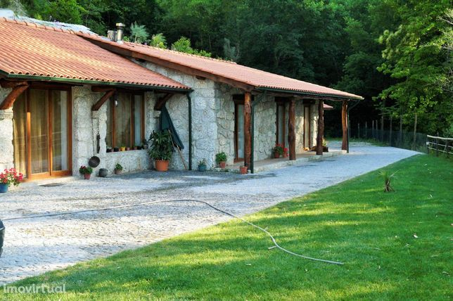 Terreno c/Moradia Rústica T3 - 3/Suites - Parque Nacional do Gerês. Zo