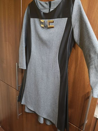 Sukienka szara z dłuższym rękawem