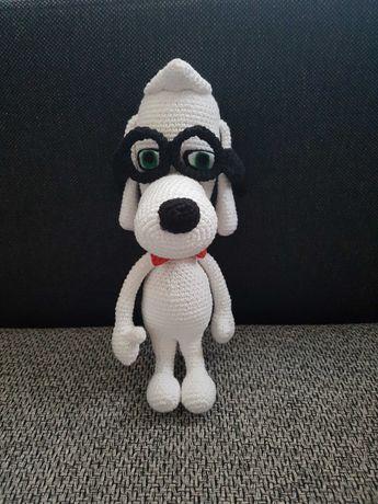 amigurumi pies w okularach na szydełku Peabody