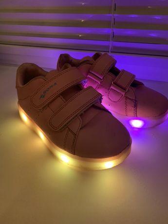 Кроссовки светящиеся