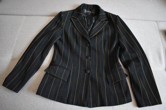 Діловий чорний костюм