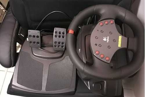 Volante Logitech Momo Racing