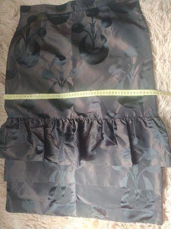 Юбка  новая, черного цвета с узором 48 размер,цена100гр