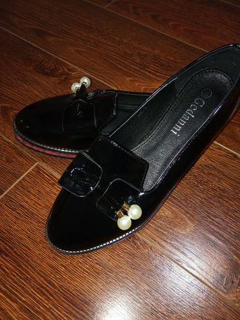 Туфлі лаковані гарні