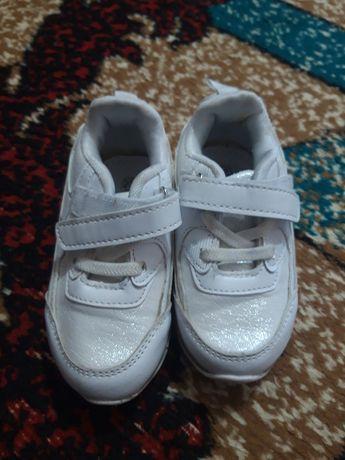 Кросівочки гарні