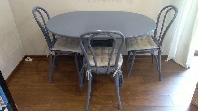 Stół drewniany plus trzy krzesła
