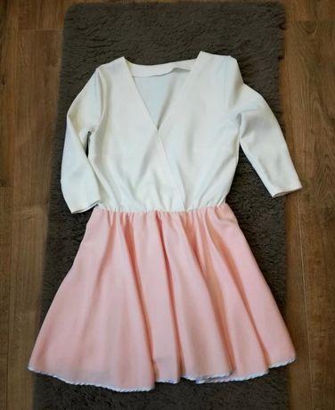 Sukienka stylizowana na Lou