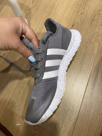 Кроссовки adidas серые