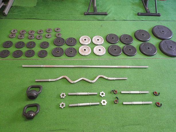 Conjunto de 116kg em discos, barras, halteres, rack, etc