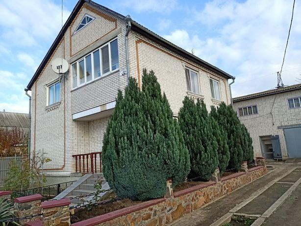 Продається будинок в смт Теплик. Можливий торг!