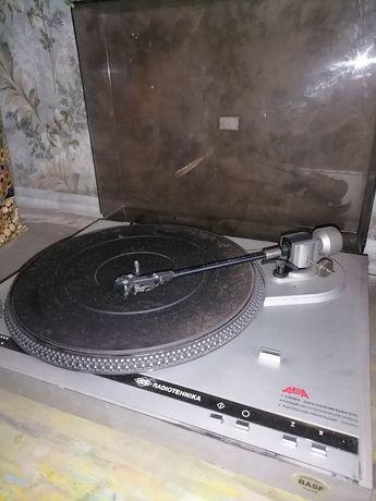 Продам виниловый проигрыватель Радиотехника