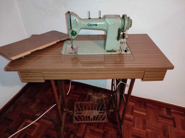 maquinas costura antigas com móveis incluídos