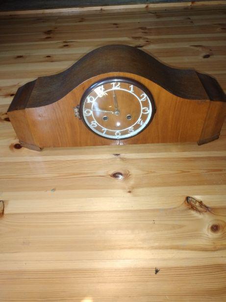 zegar z lat 60 w obudowie z drewna