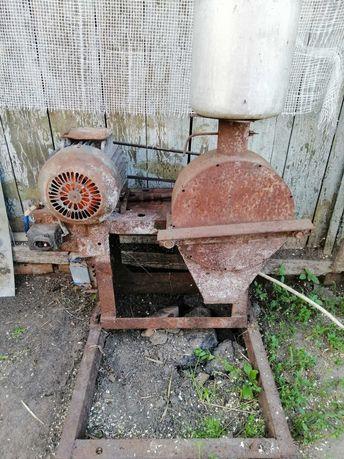 Зернодробилка (крупорушка)