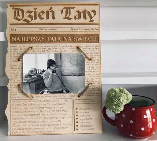 Drewniana grawerowana gazeta ze zdjeciem na Dzień Taty hit