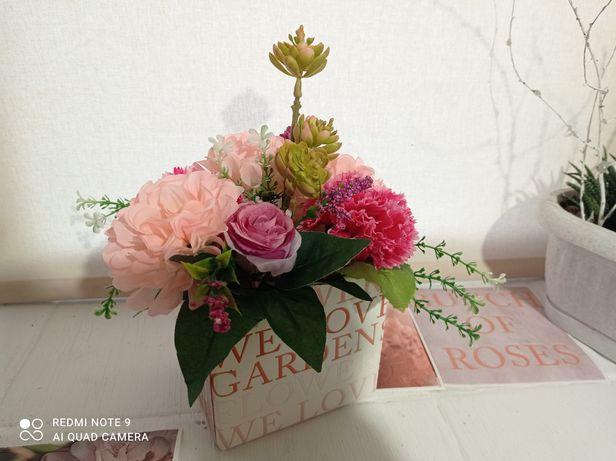 Цветочная композиция в подарочной коробке