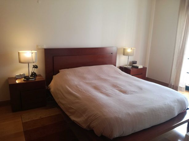 Conj. mobília quarto: cama casal + 2 mesas-de-cabeceira + cómoda alta