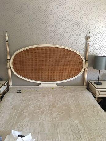 Mobilia de quarto completa (cama casal + comoda + 2 mesas de cabeceira