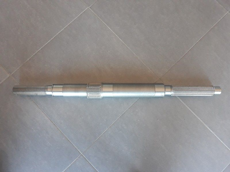 Wałek przekładni sieczkarni skrzyni John Deere Z67888 PRODUCENT Zambrów - image 1