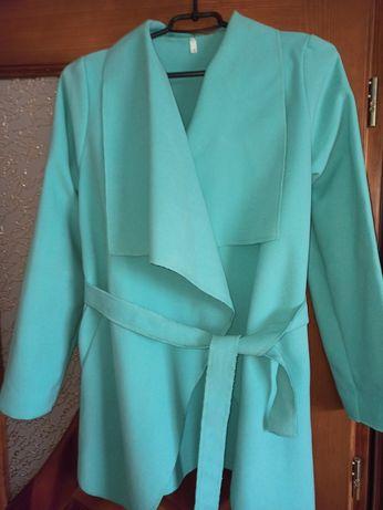 Жіноче весняне пальто