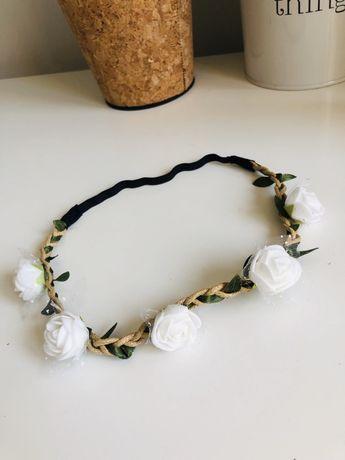 Wianek do włosów białe róże