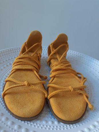 Sandalia amarela