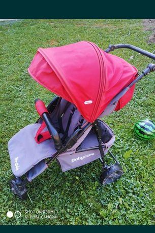 Прогулочна коляска для дівчинки