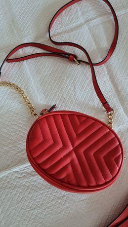 Nerko torebka czerwona, dwa paski widoczne na zdjęciach
