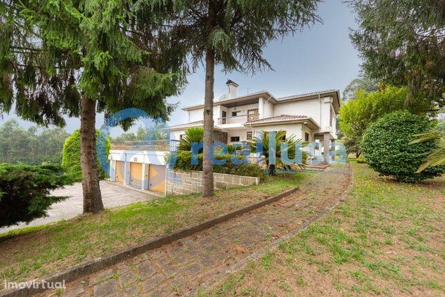 Moradia T5 Isolada com Jardins em Canedo, Santa Maria da Feira