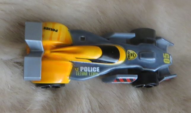 Passeio - Carros Fórmula 1 e 3 da Majorette e Kinder