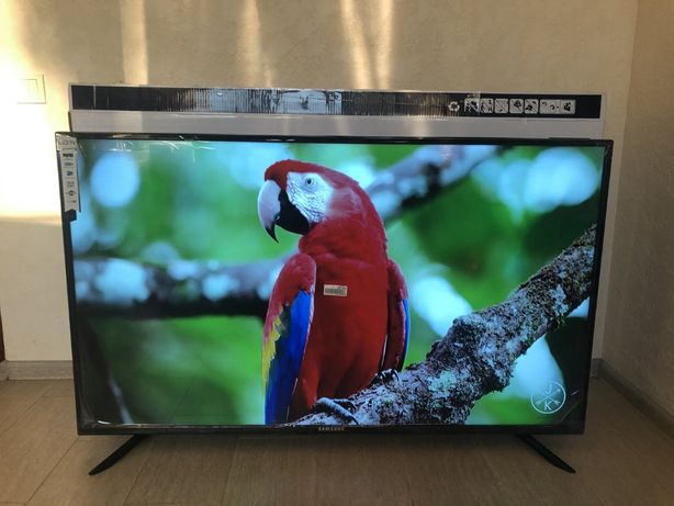 Универсальный, с большим экраном телевизор SAMSUNG 60 Smart + T2 4к