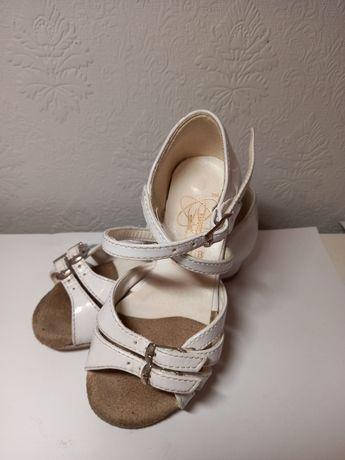 Танцювальне взуття для дівчинки 16,0 см