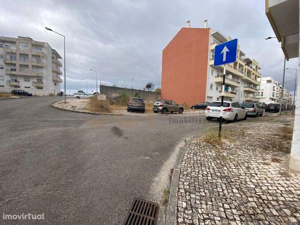 Terreno urbano para construção de prédio com uma área de ...