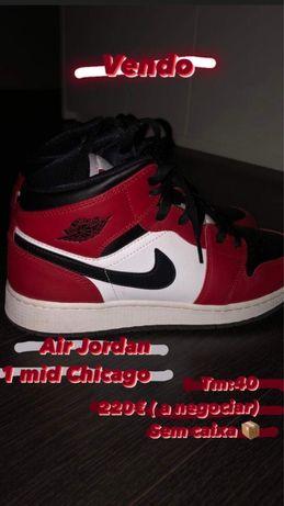 Sapatilhas Air Jordan 1 Mid Chicago