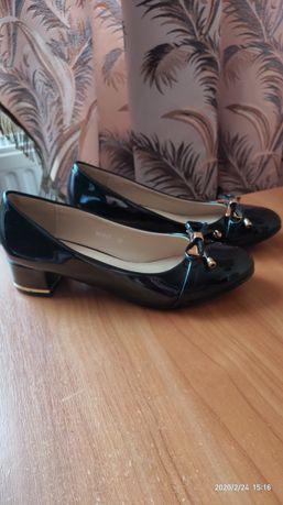 Туфлі чорні лакові жіночі 38розмір