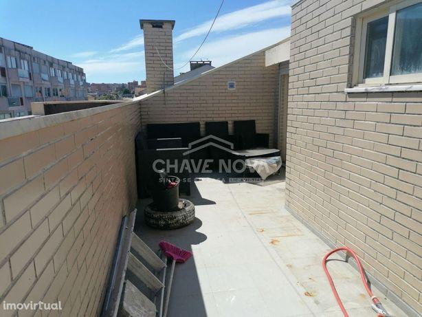 Apartamento T2 dúplex, com terraço, varanda