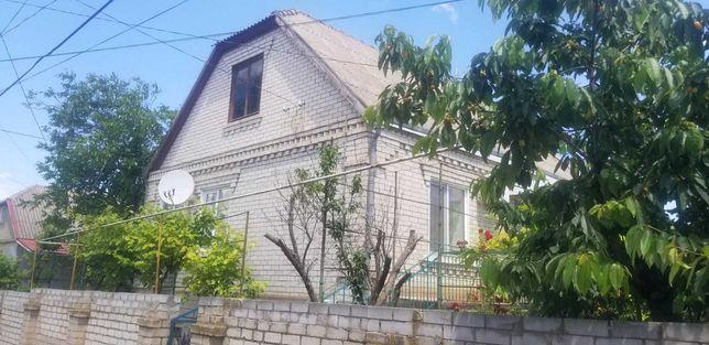 Продается крепкий дом от хозяина в центре пгт. Доброслав