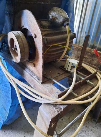 3 .5 квт вал 28  Електромотор 220 може бути 380 вольт