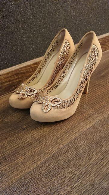 Туфли классика кожаные 37р почти новые с набойками новыми по низкойЦен