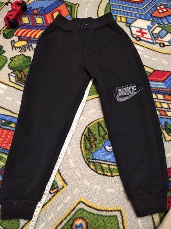 Тёплые спортивные штанишки на мальчика
